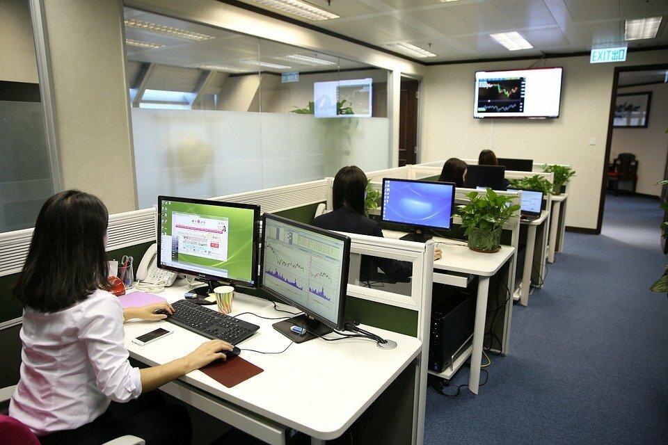 мигранты - работа в офисе
